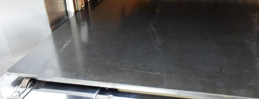 【引出し式鉄板炉床(K仕様に採用)】